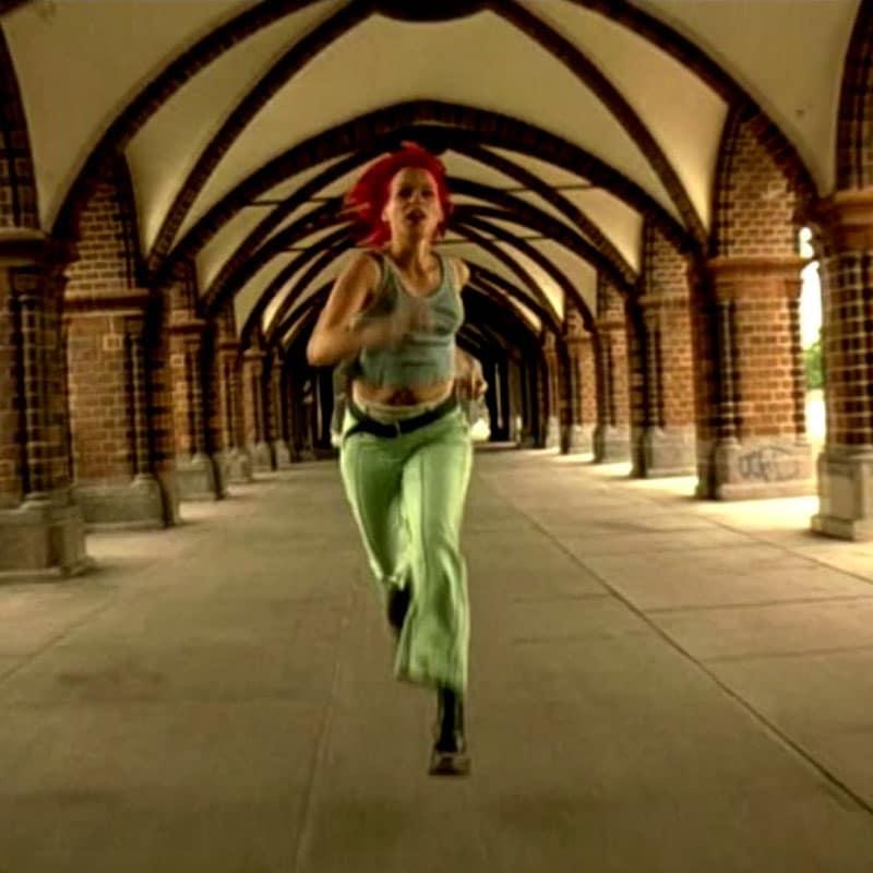 Fotograma de la película Corre, Lola, corre
