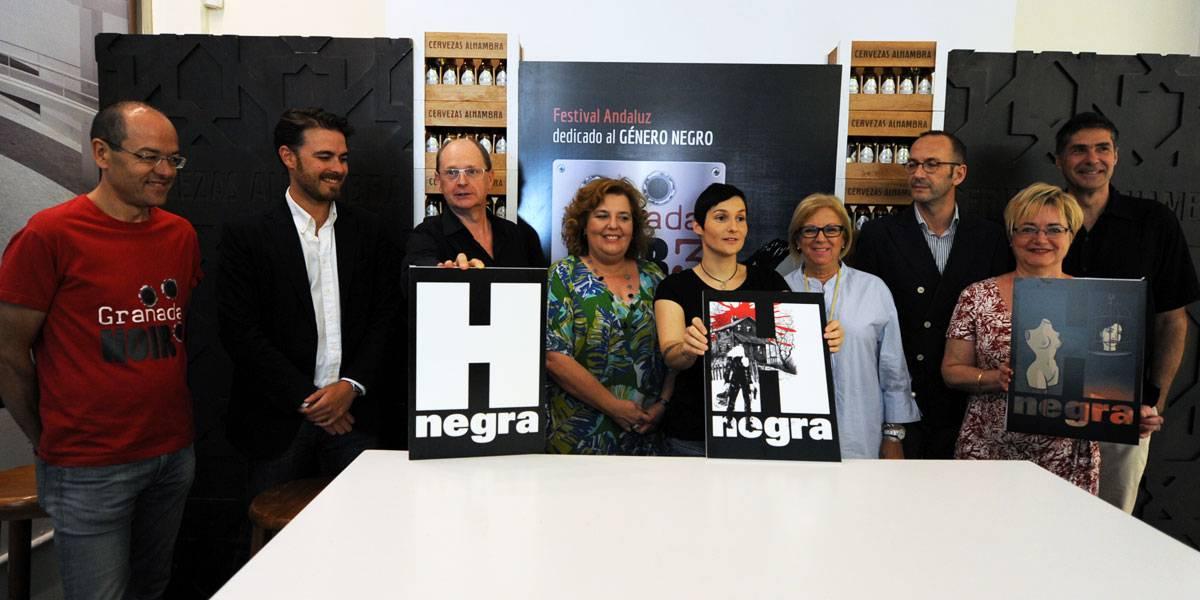Fernando Marías, el equipo de Granada Noir y representantes de las instituciones y colaboradores del Festival