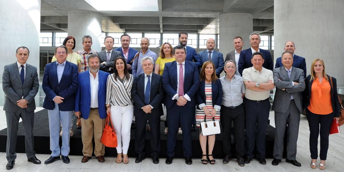Foto de familia de los representantes de los Grupos de Desarrollo Rural