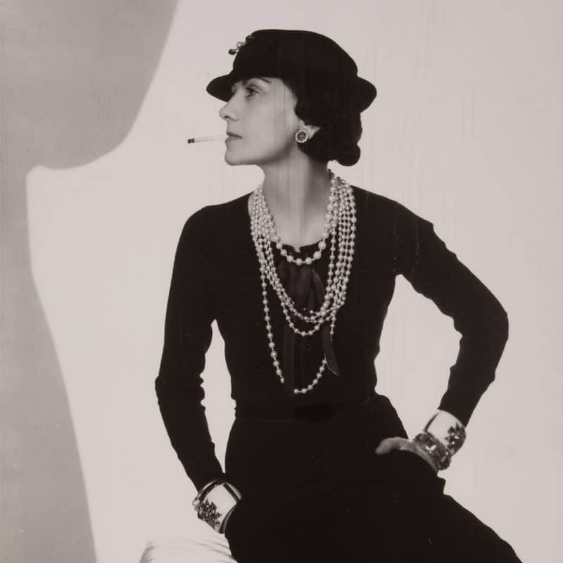 Fotografía de Coco Chanel realizada por Man Ray