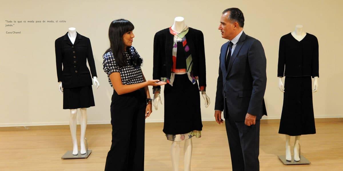 """María Toral y Diego Oliva en la exposición """"Coco Chanel. Más allá de la moda"""""""