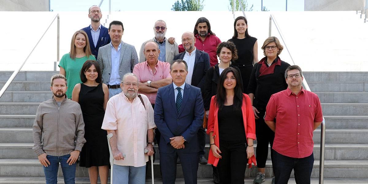 Los jurados de los tres premios, en el Museo CAJAGRANADA, junto al director de CAJAGRANADA Fundación, Diego Oliva