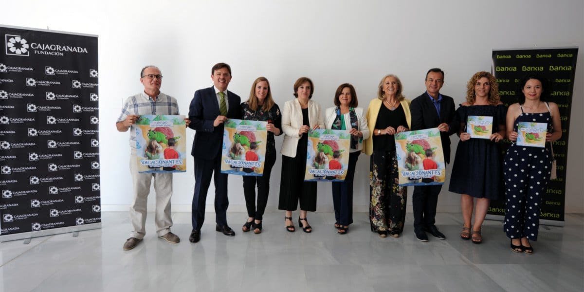 """Foto de familia de la firma del convenio """"Vacacionantes"""""""