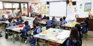 Clase escolar con niños