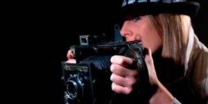Mujer con una cámara