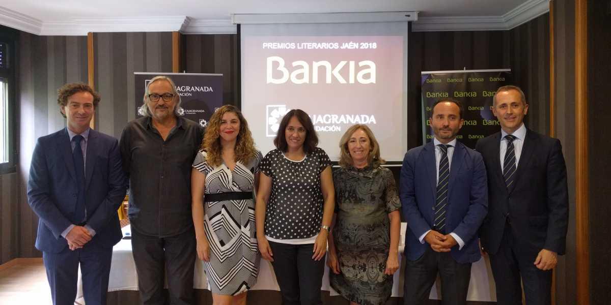 Foto de familia durante la proclamación de los ganadores de los 34 Premios Literarios Jaén