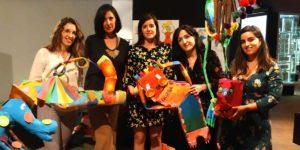 """Foto de familia de los organizadores y alumnos de la exposición """"Arte Contemporáneo y Patrimonio Cultural en Educación Infantil"""""""