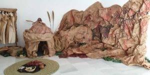 Photocall que rememora el arte rupestre