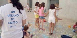 """Varios niños participan en una de las actividades de """"Un verano de Museo"""""""
