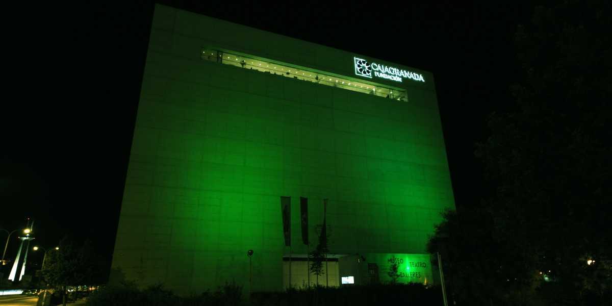 El Edificio Pantalla del Centro Cultural Memoria de Andalucía iluminado de verde