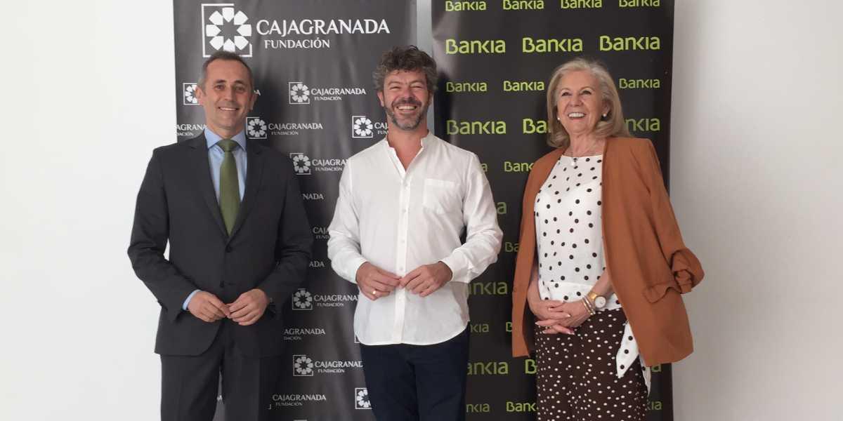 María Elena Martín-Vivaldi, presidenta de CajaGranada Fundación; Pablo Heras-Casado, director del Festival Internacional de Música y Danza de Granada; y José Antonio González Morales, coordinador de la Dirección general de Comunicación de Bankia en Andalucía