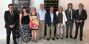 Foto de familia de los asistentes al acto de firma del convenio de colaboración para apoyar la restauración del Valle del río Lanjarón