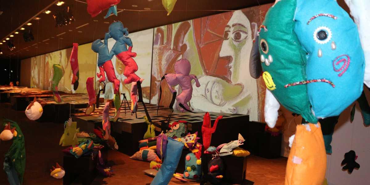 Vista de la exposición 'Las mil formas de tejer la diversidad en clave de abstr-acción. Arte Contemporáneo y Educación Infantil'