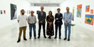 Foto de familia en la exposición 'Promoción diecisiete'