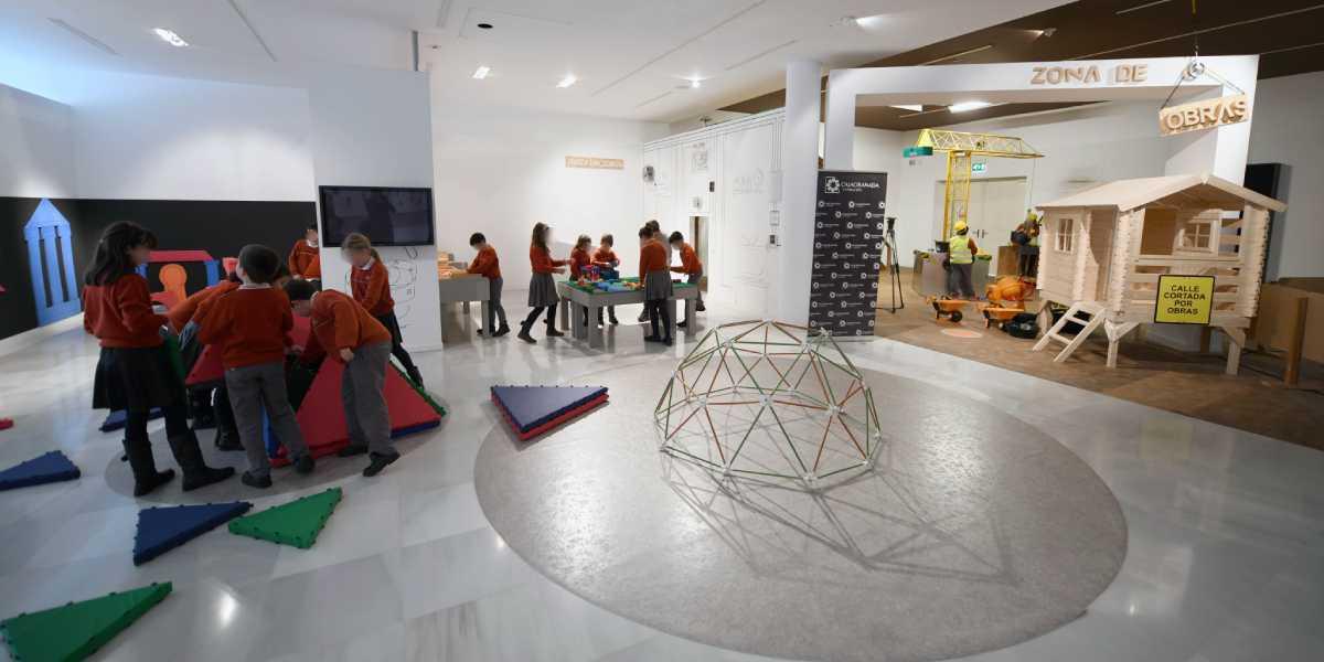 Vista del espacio 'En construcción' con niños