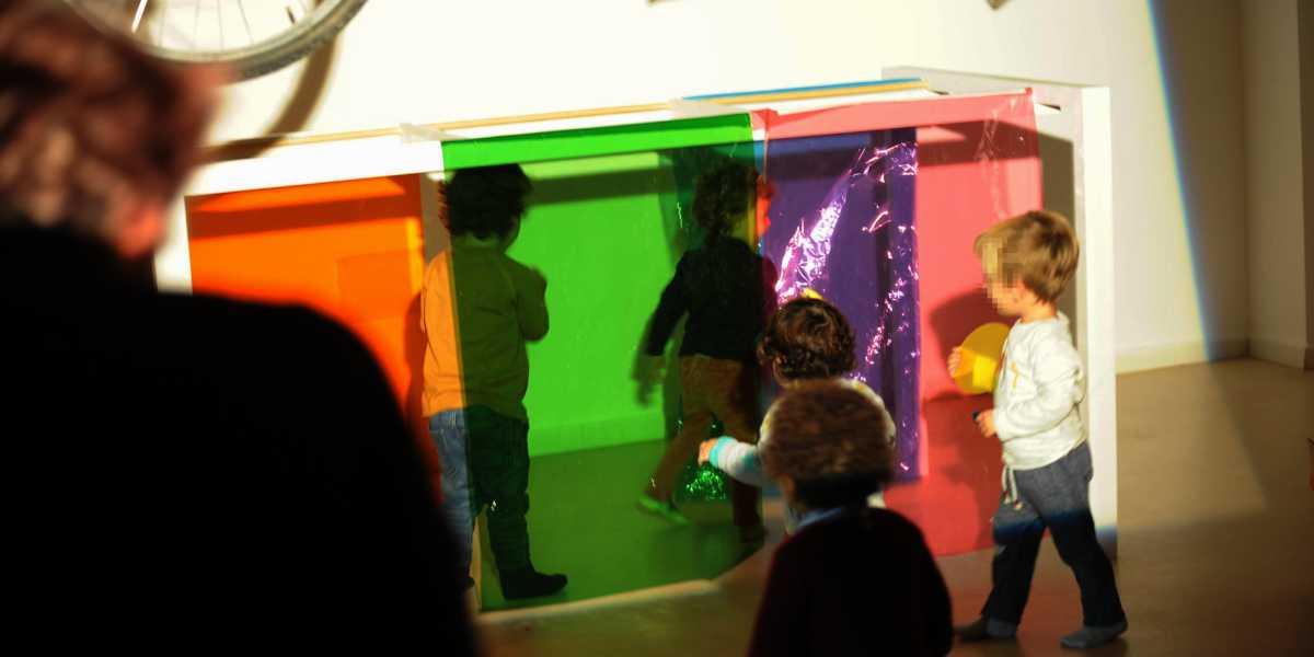 Niños participando en una actividad del Museo CajaGranada