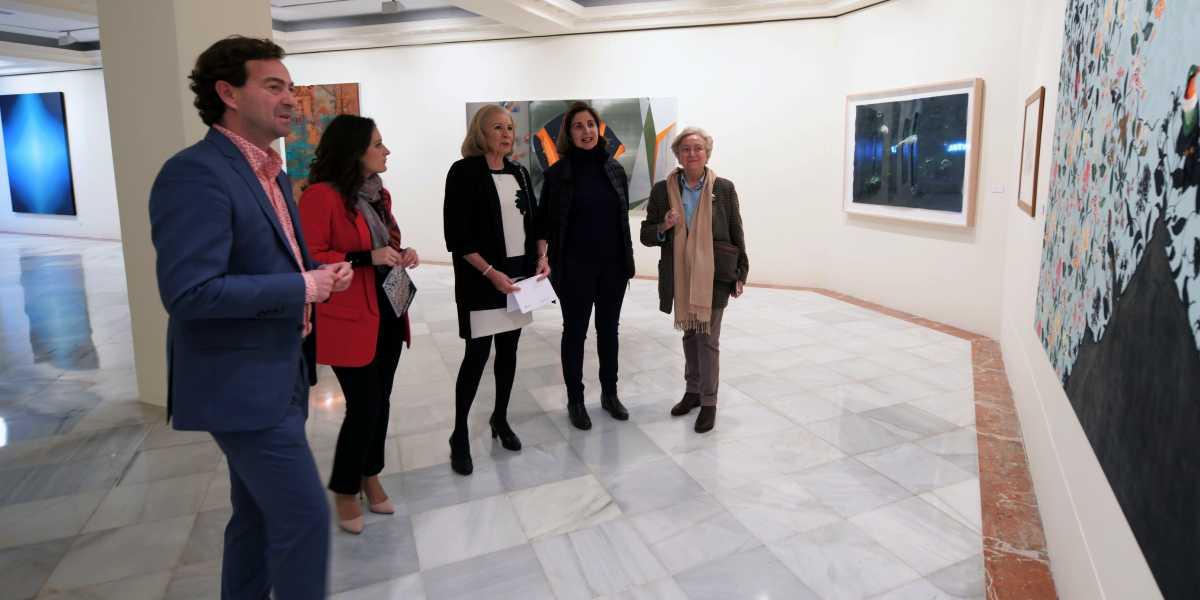 De izquierda a derecha: Fernando Bueno, director de CajaGranada Fundación; María Elena Martín-Vivaldi, presidenta de CajaGranada Fundación; Gloria Ruiz, subdirectora de cultura y acción social de la Fundación Cajasol; Nathalie Pariente, comisaria de la exposición; y Pilar Citoler, coleccionista de arte.