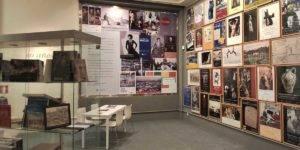 Instalación que permite hacer memoria de los 30 años de programación de CajaGranada en el Centro Cultural de Puerta Real