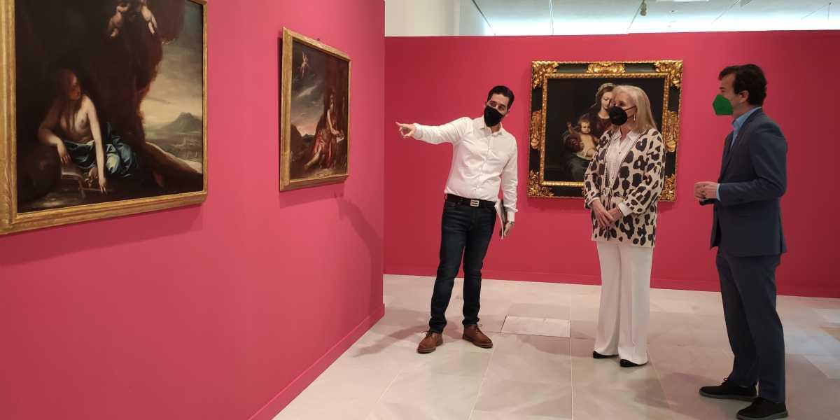De izquierda a derecha: el comisario de la exposición 'Inéditos del Barroco granadino', J. Javier Gómez Jiménez; la presidenta de CajaGranada Fundación, María Elena Martín-Vivaldi; y el director-gerente de CajaGranada Fundación, Fernando Bueno.