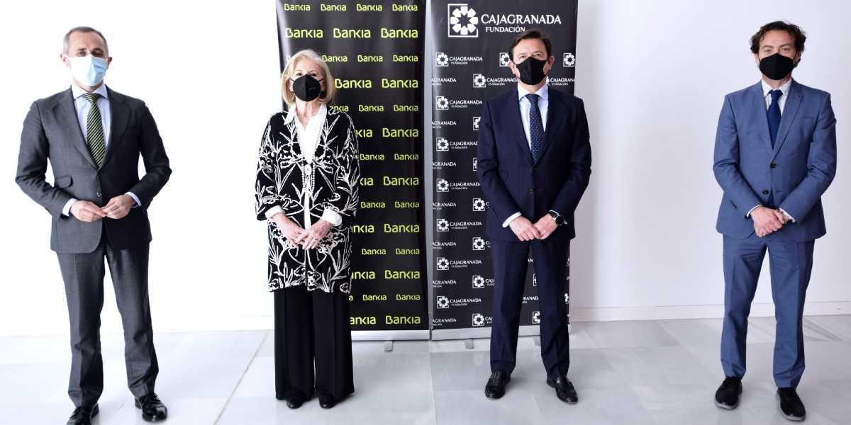 De izquierda a derecha: el coordinador de Comunicación y Relaciones Externas de Bankia en Andalucía, José Antonio González; la presidenta de CajaGranada Fundación, María Elena Martín-Vivaldi; el director corporativo de la Territorial de Bankia en Andalucía, Joaquín Holgado; y el director-gerente de CajaGranada Fundación, Fernando Bueno.