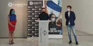 De izquierda a derecha: la periodista nicaragüense, Marling Balmaceda; el director del documental, Daniel Rodríguez Moya; y el director de CajaGranada Fundación, Fernando Bueno.