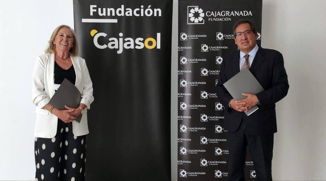 La presidenta de CajaGranada Fundación, María Elena Martín-Vivaldi y el presidente de Fundación Cajasol, Antonio Pulido